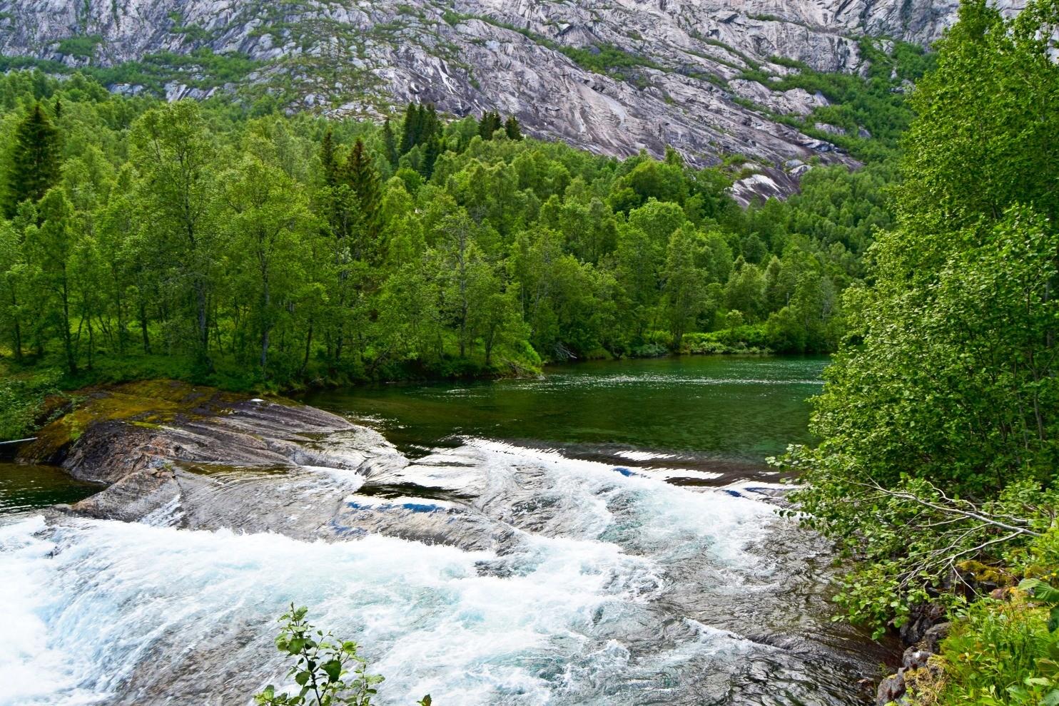 Over kulpen i Nordfjordelva