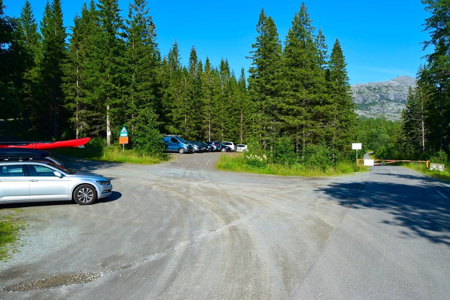 Parkeringsplassen ved Heggmoen i Bodø