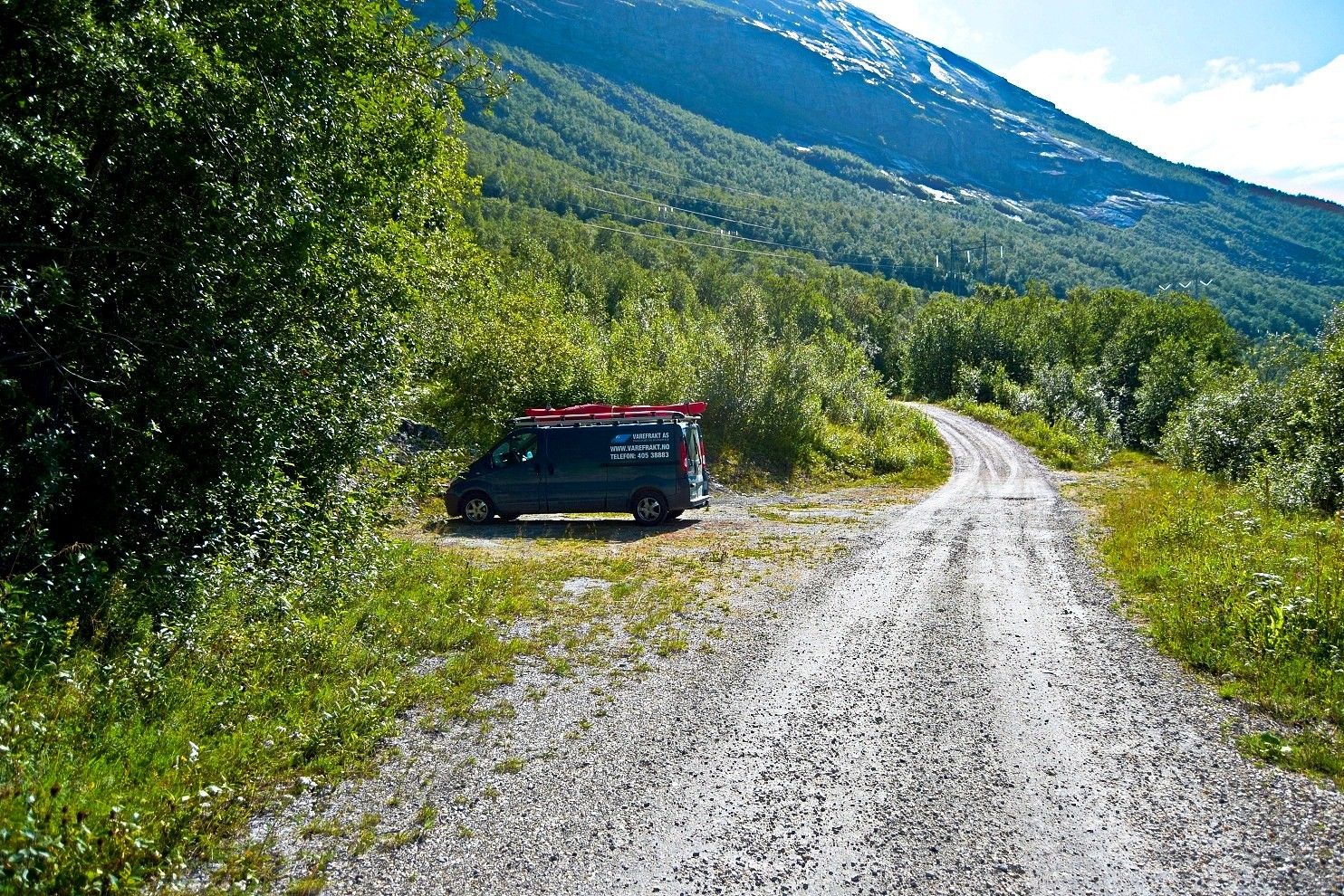 Parkeringsplass ved Straumvatnet i Sørfold