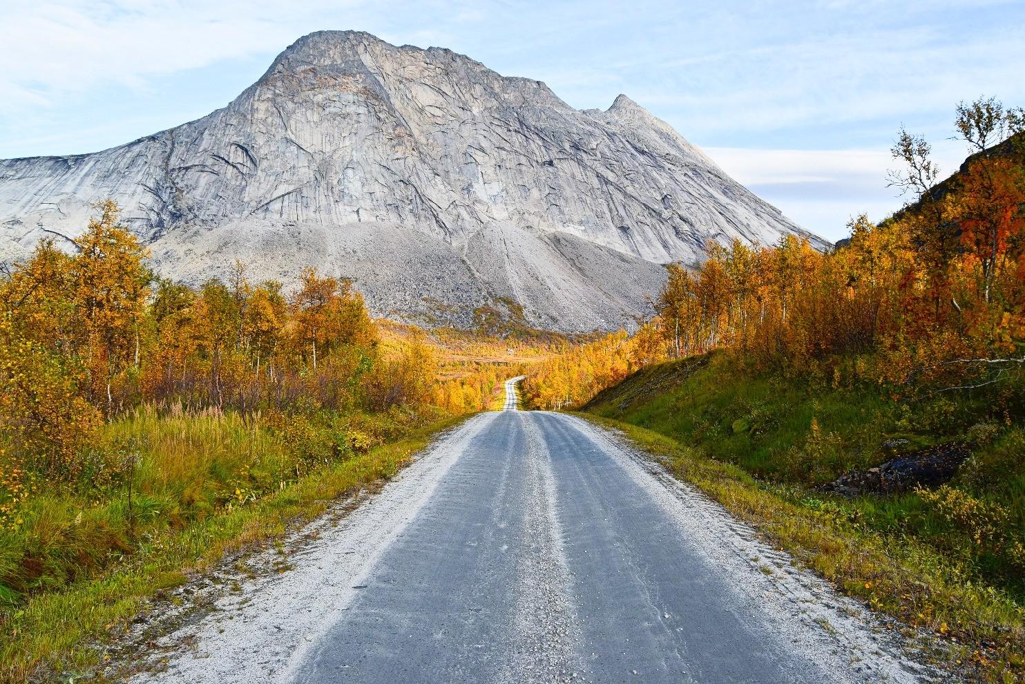 Gjerdalsveien i Sørfold en høstdag