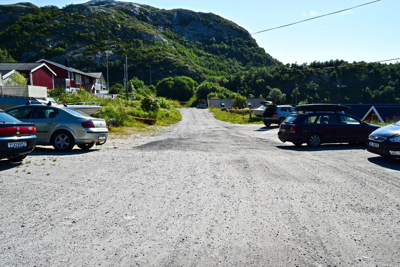 Parkeringsplassen ved Kvalvika i Bodø