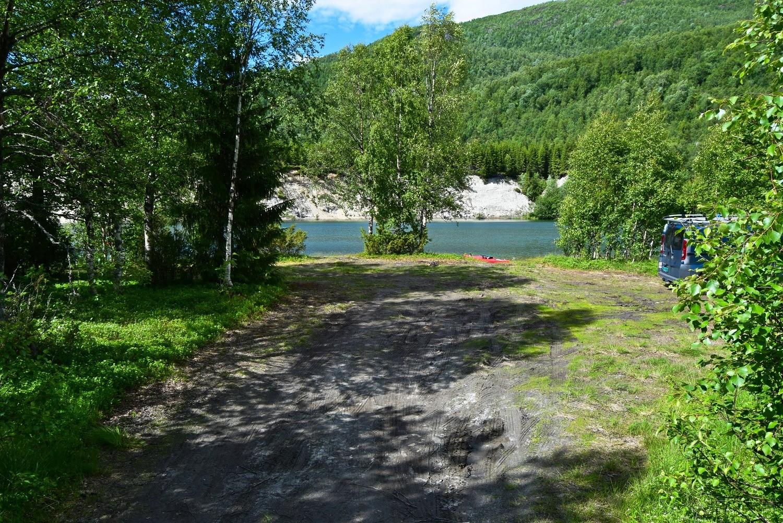 Parkeringsplass ved Nordfjordelva