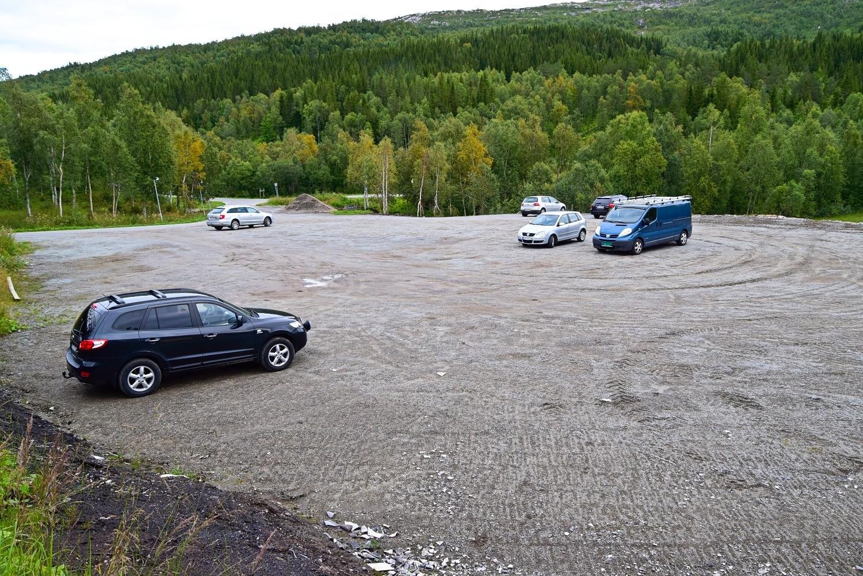 Parkeringsplassen ved Valnesfjord Helsesportsenter