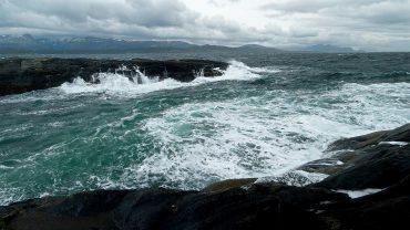 Bølger i Mørkvedbukta i Bodø