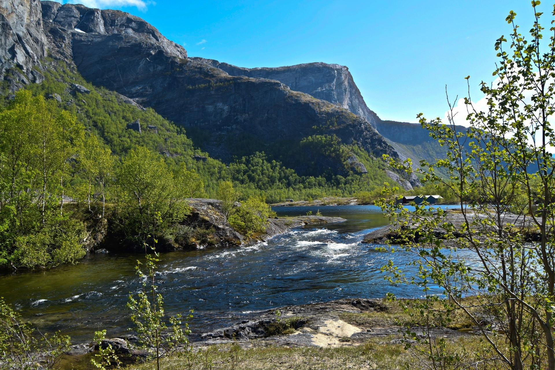 Børvatnet i Bodø en solskinnsdag