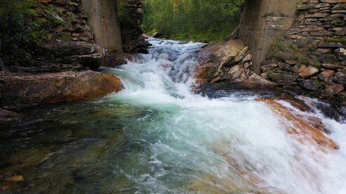 Naturlyden av ei elv