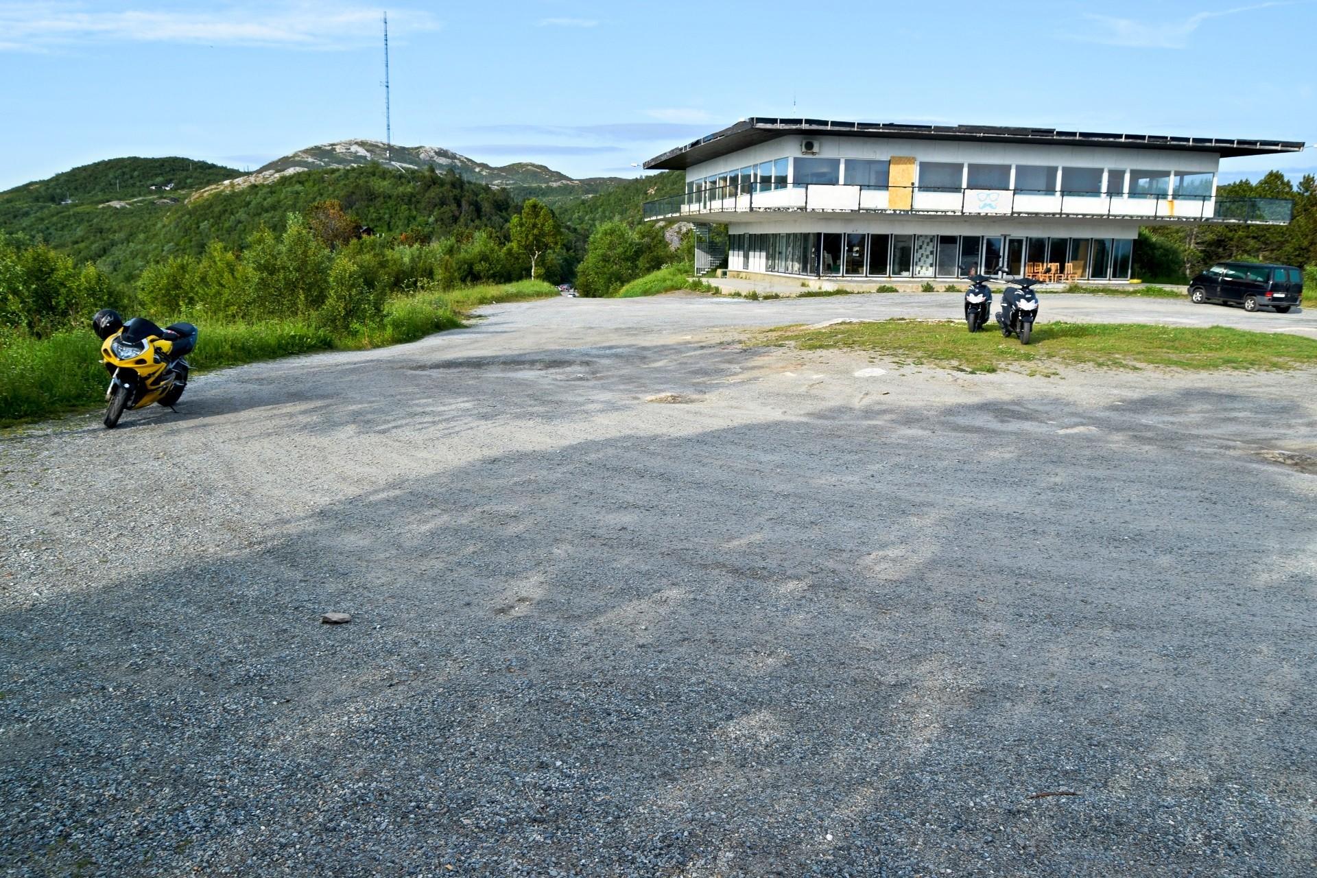 Parkeringsplassen ved Turisthytta