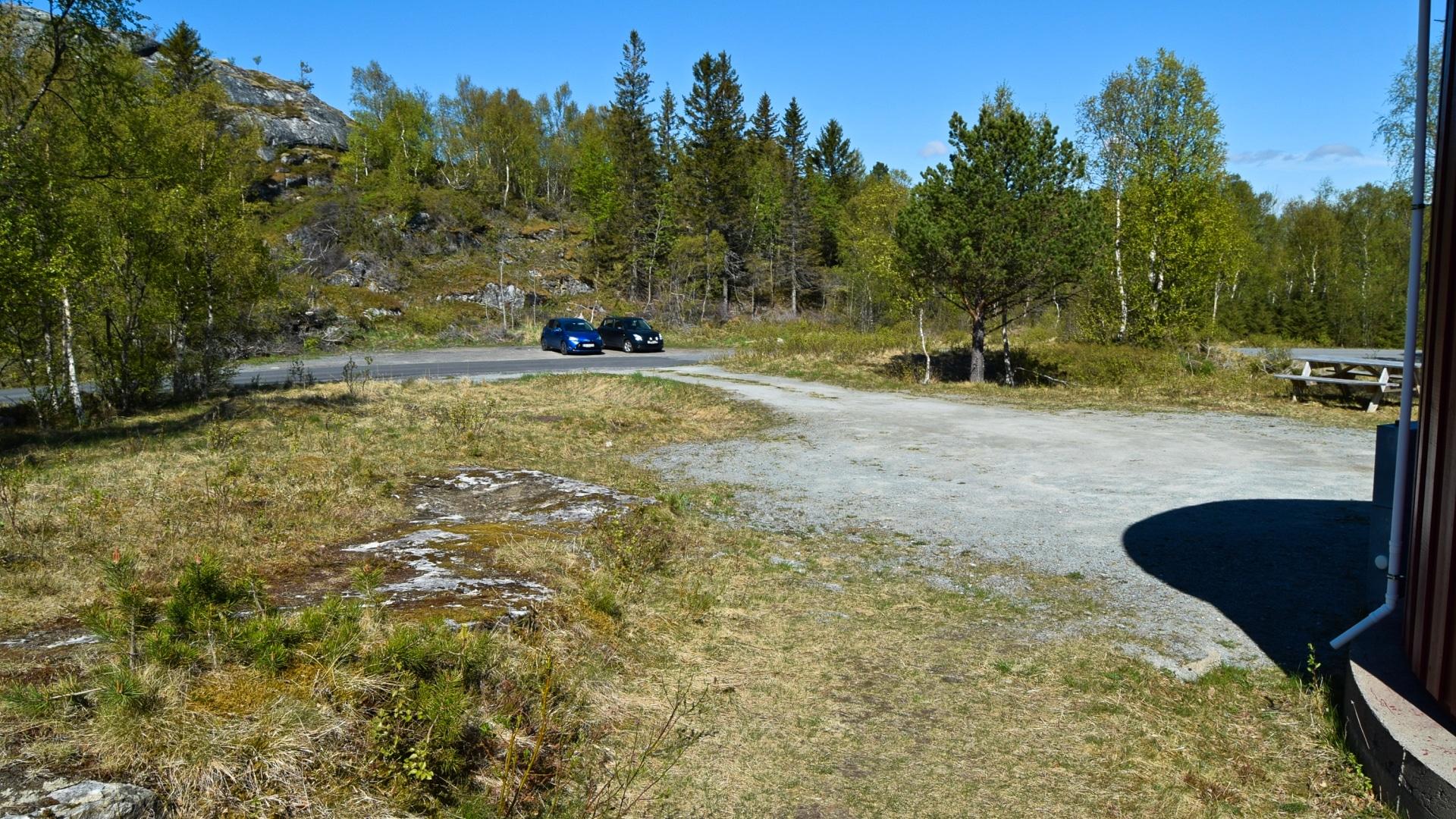 Parkeringsplassen ved vanntårnet på Evjen